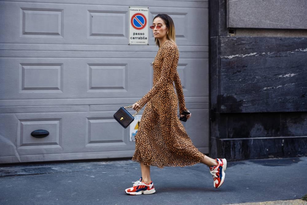 Elbise Spor Ayakkabı Kombinleri