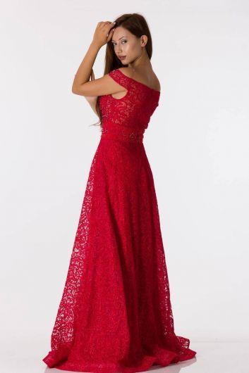 Красное кружевное вечернее платье с открытыми плечами - Thumbnail