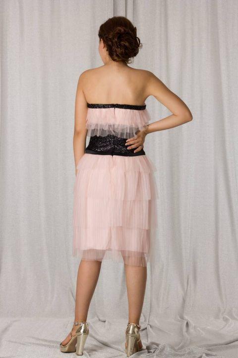 حمالة تول طبقات بودرة فستان سهرة قصير