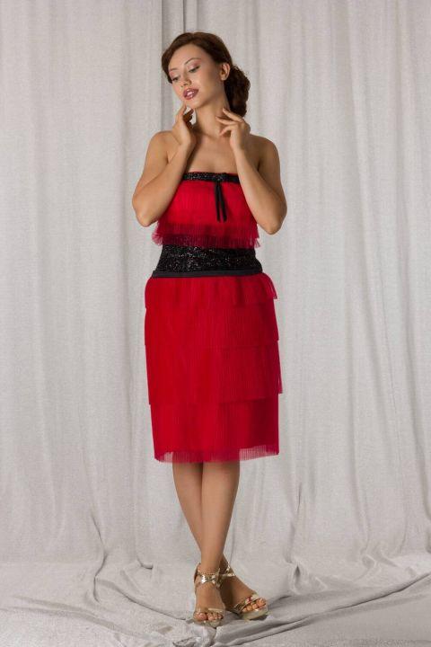 Красное многоярусное вечернее платье из тюля без бретелек