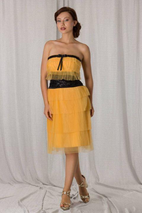 Желтое короткое вечернее платье из многослойного тюля без бретелек
