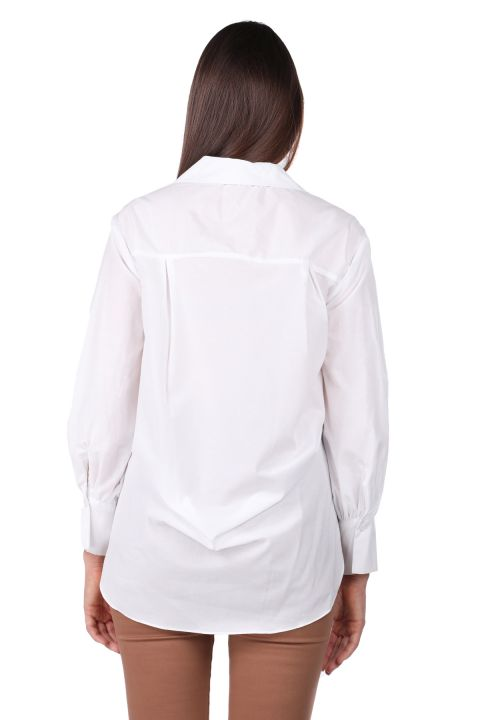 قميص نسائي أبيض طويل من الأمام مربوط من الخلف