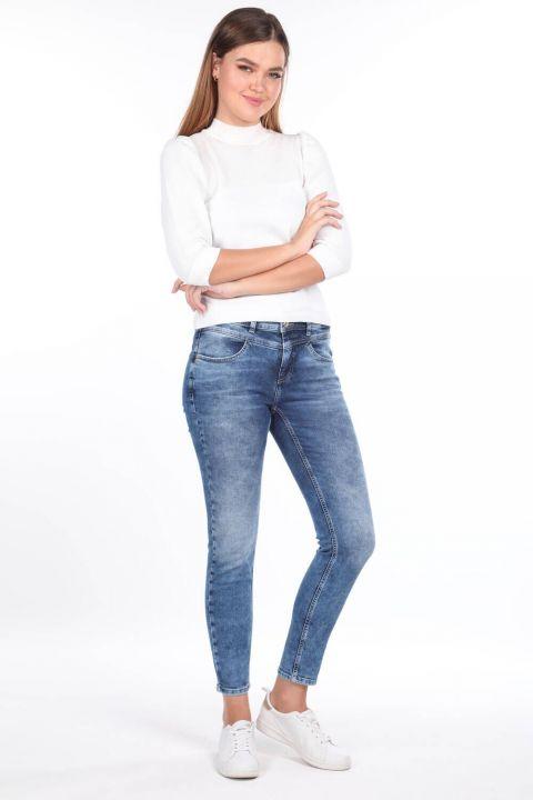 Джинсовые брюки с косой отделкой