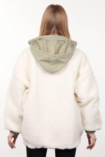 Beyaz Astarlı Cep Detaylı Peluş Oversize Kadın Mont - Thumbnail