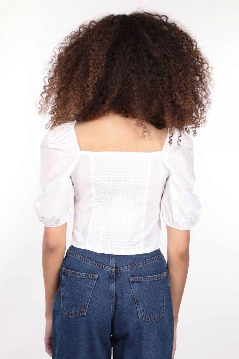Beyaz Düğmeli Sırtı Lastikli Crop Bluz