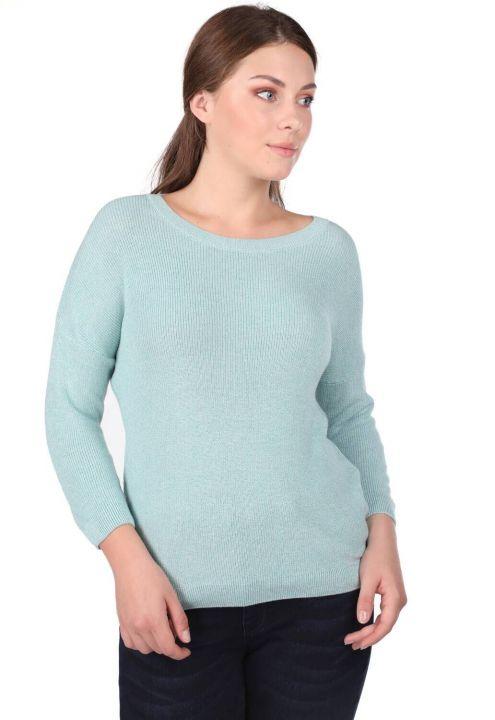 Женский трикотажный свитер с круглым вырезом
