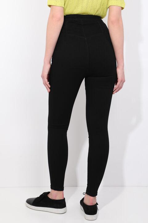 بنطلون جينز ضيق بأزرار سوداء