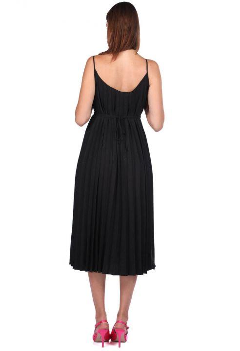 فستان مستقيم الأكورديون بحزام أسود