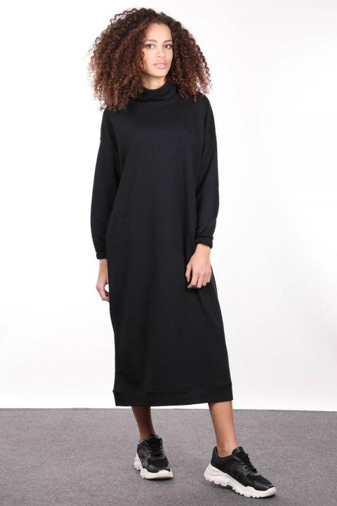 Черное базовое женское спортивное платье с высоким воротом