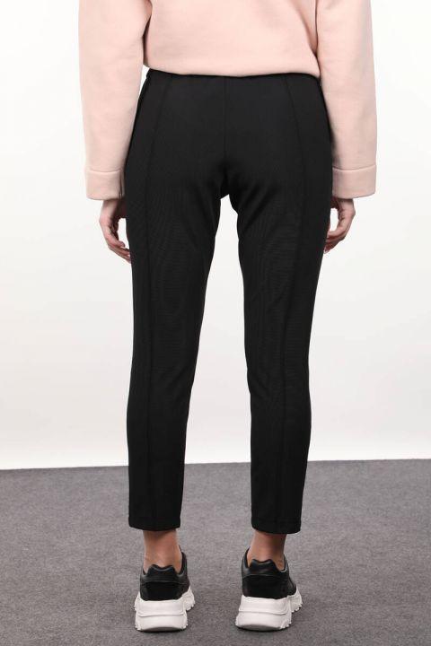 Женские брюки с черным ремешком
