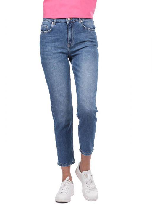 بنطلون جينز أزرق أبيض نسائي بقصة عادية