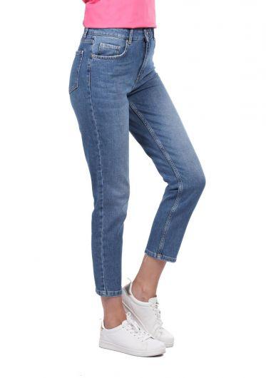 BLUE WHITE - بنطلون جينز أزرق أبيض نسائي بقصة عادية (1)
