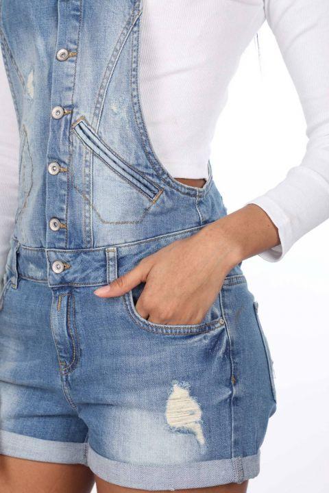 بذلة جينز زرقاء بيضاء نسائية بأزرار قصيرة