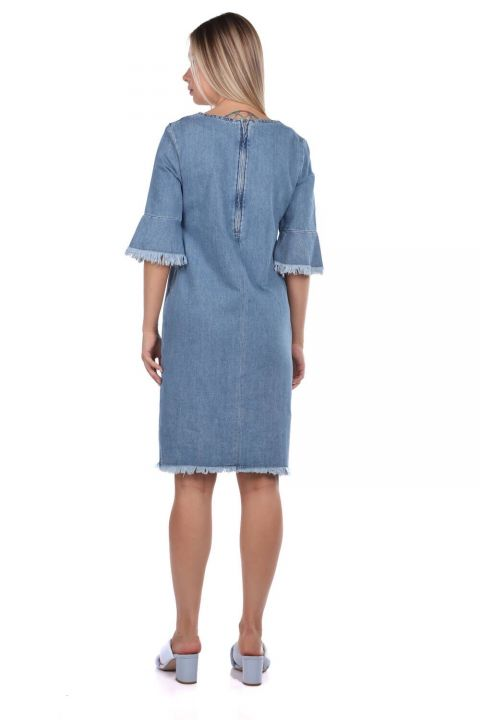 Женское синее джинсовое платье с V-образным вырезом