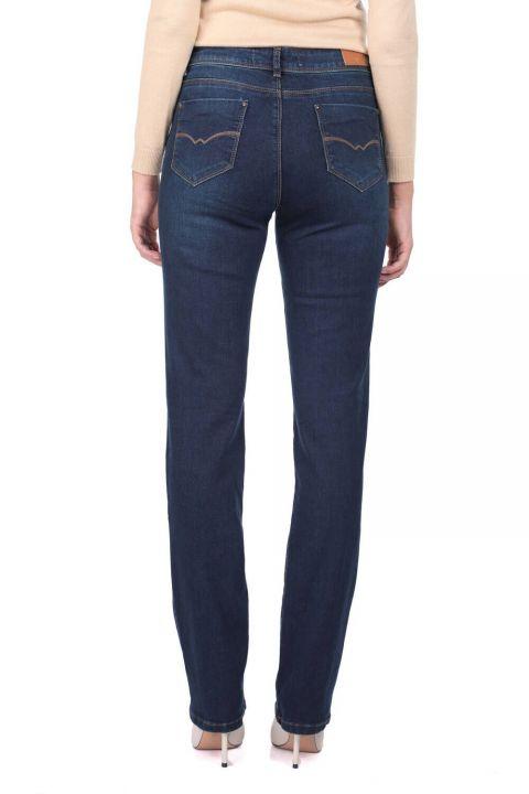 بنطلون جينز طويل الساق مستقيمة زرقاء بيضاء