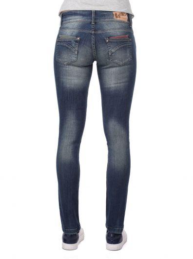 Сине-белые женские джинсовые брюки с детализированным карманом - Thumbnail