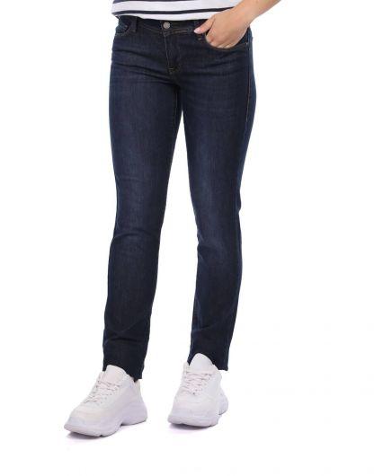 BLUE WHITE - بنطلون جينز غامق مناسب للنساء (1)