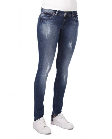 BLUE WHITE - Сине-белые рваныеженские джинсовые брюки снизкой талией и детализированнымидеталями (1)