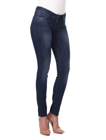 BLUE WHITE - Женские темные джинсовые брюки стандартного кроя (1)