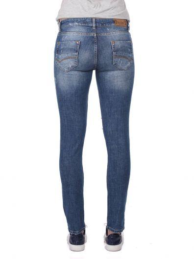 جينز نسائي ممزق عادي أبيض أزرق اللون - Thumbnail