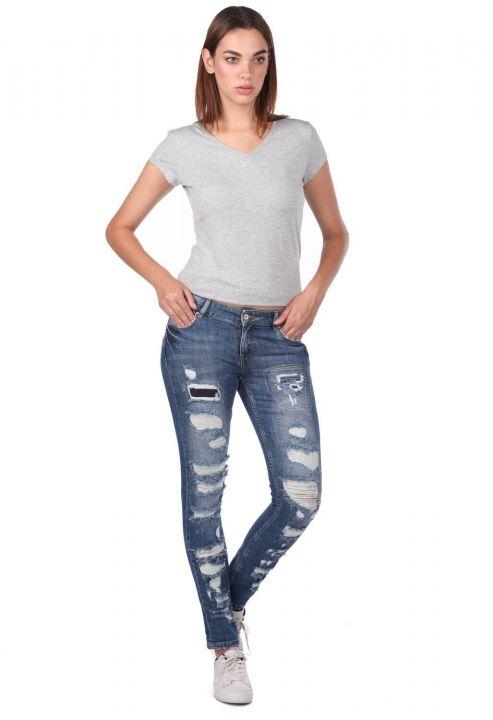 Синие белые рваные женские джинсы стандартного кроя