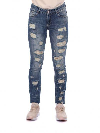 Сине-белые рваные женские джинсовые брюки с детализированной отделкой - Thumbnail