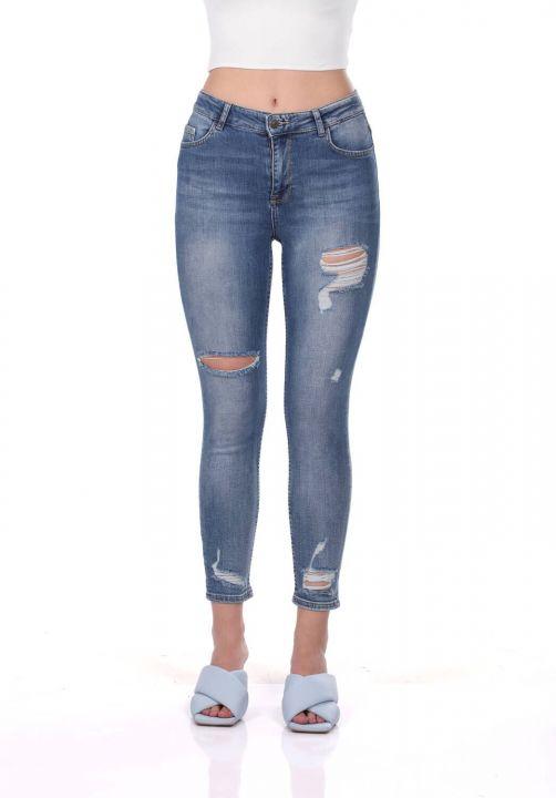 Сине-белые женские рваные брюки
