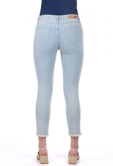 بنطلون جينز أزرق أبيض نسائي ممزق في الركبة - Thumbnail