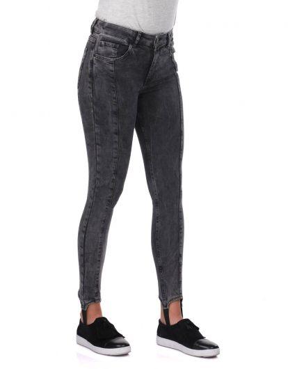 BLUE WHITE - Женские джинсовые брюки антрацитового цвета с деталями на ногах (1)