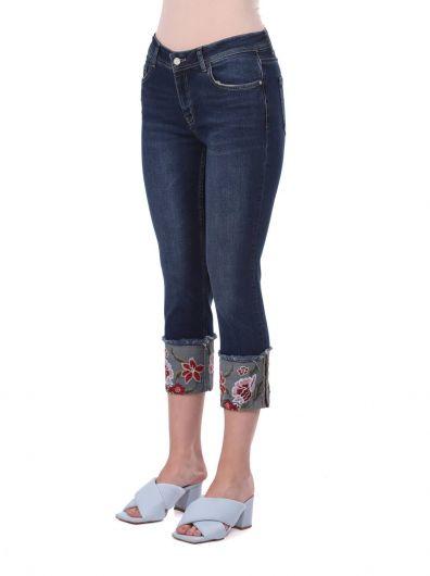BLUE WHITE - Синие-белые расклешенные джинсовые брюки с цветочным принтом (1)