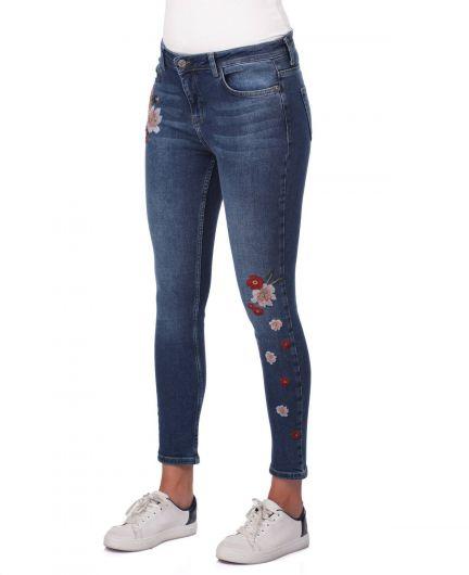 BLUE WHITE - Белые женские джинсовые брюки с цветочным рисунком (1)