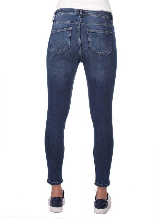 Белые женские джинсовые брюки с цветочным рисунком