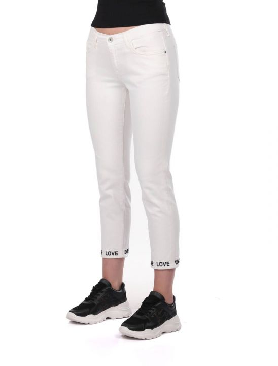 أزرق أبيض مفصل الساق امرأة بيضاء بنطلون جان