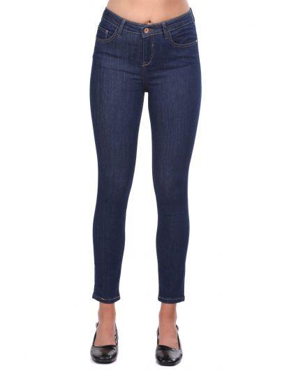 Синие белые женские темные джинсовые брюки со средней талией - Thumbnail