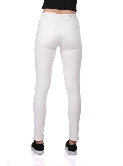 بنطلون جينز أبيض ضيق للنساء من Blue White - Thumbnail