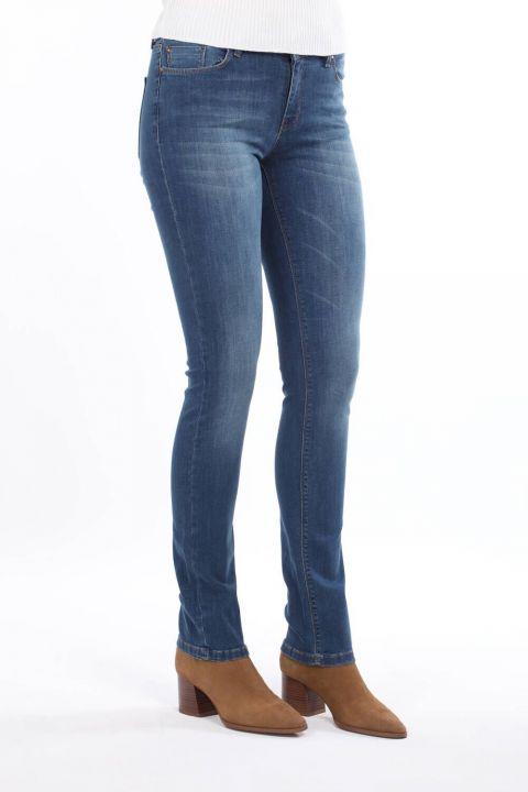 Сине-белые женские джинсовыебрюкис низкойпосадкой