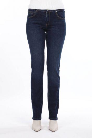 بنطلون جينز أزرق وأبيض مقاس عادي للسيدات باللون الأزرق الداكن - Thumbnail