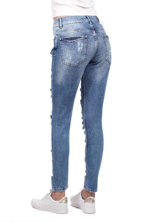بنطلون جينز أزرق أبيض نسائي ممزق غامق