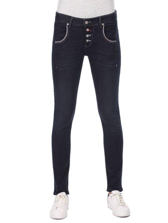بنطلون جينز فضفاض بأزرار زرقاء وبيضاء نسائية