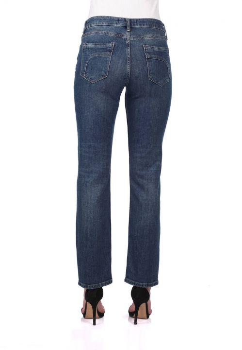 بنطلون جينز بقصة مستقيمة زرقاء وبيضاء نسائية