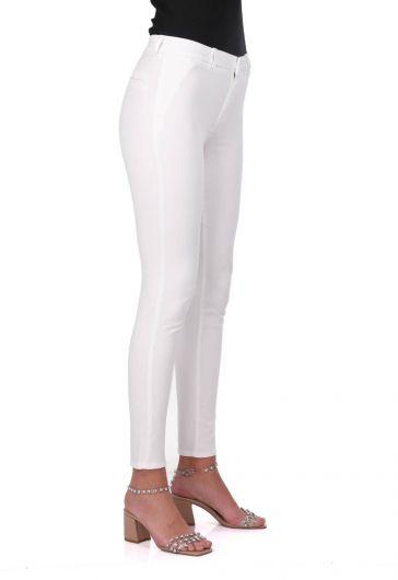 BLUE WHITE - بنطلون جينز بقصة ضيقة بيضاء للنساء باللون الأزرق والأبيض (1)