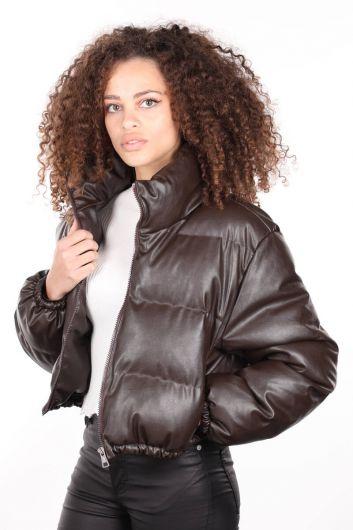 Коричневый короткий женский кожаный пуховик на молнии - Thumbnail