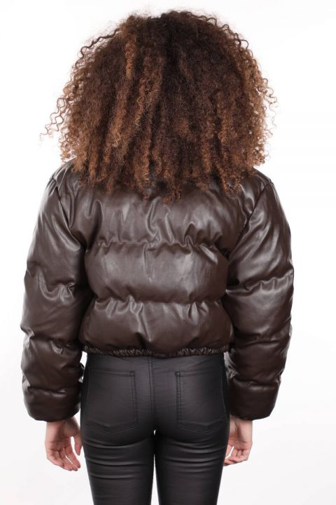 Коричневый короткий женский кожаный пуховик на молнии