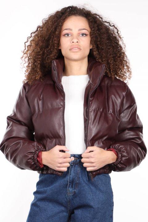 معطف منفوخ جلدي قصير بسحّاب عنابي اللون للنساء