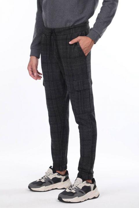 Мужские брюки в клетку с карманами карго