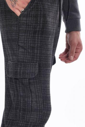 Мужские брюки в клетку с карманами карго - Thumbnail