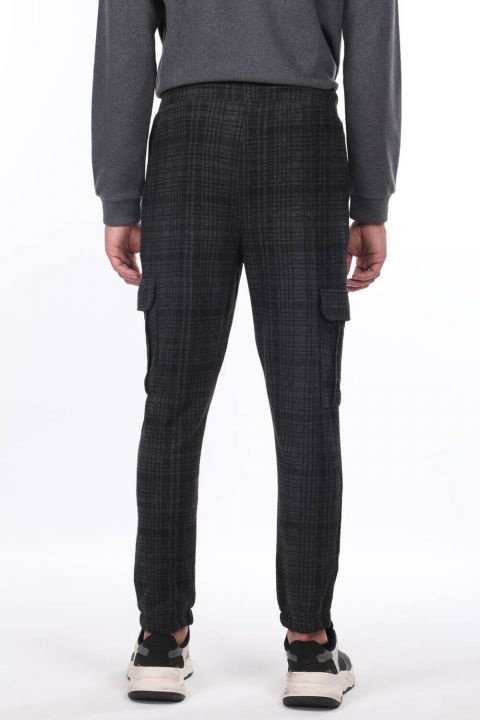 Men's Plaid Trousers With Cargo Pockets