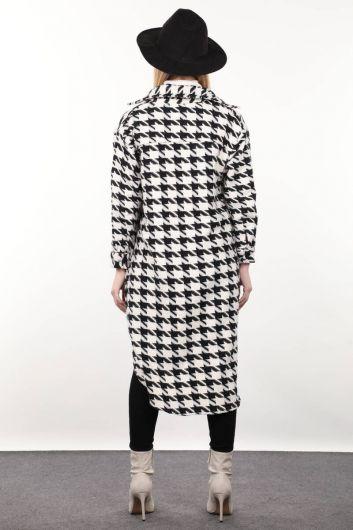 Длинная женская куртка с рисунком гусиные лапки - Thumbnail