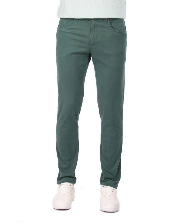 Зеленые мужские брюки чинос