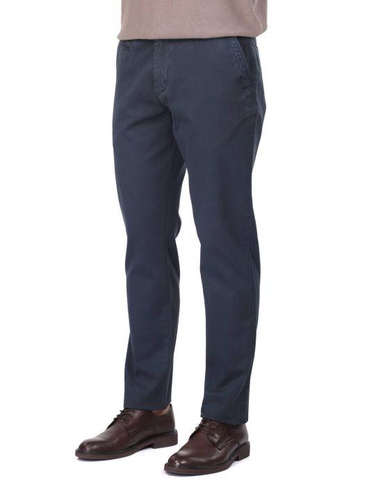 Темно-синие мужские брюки чинос